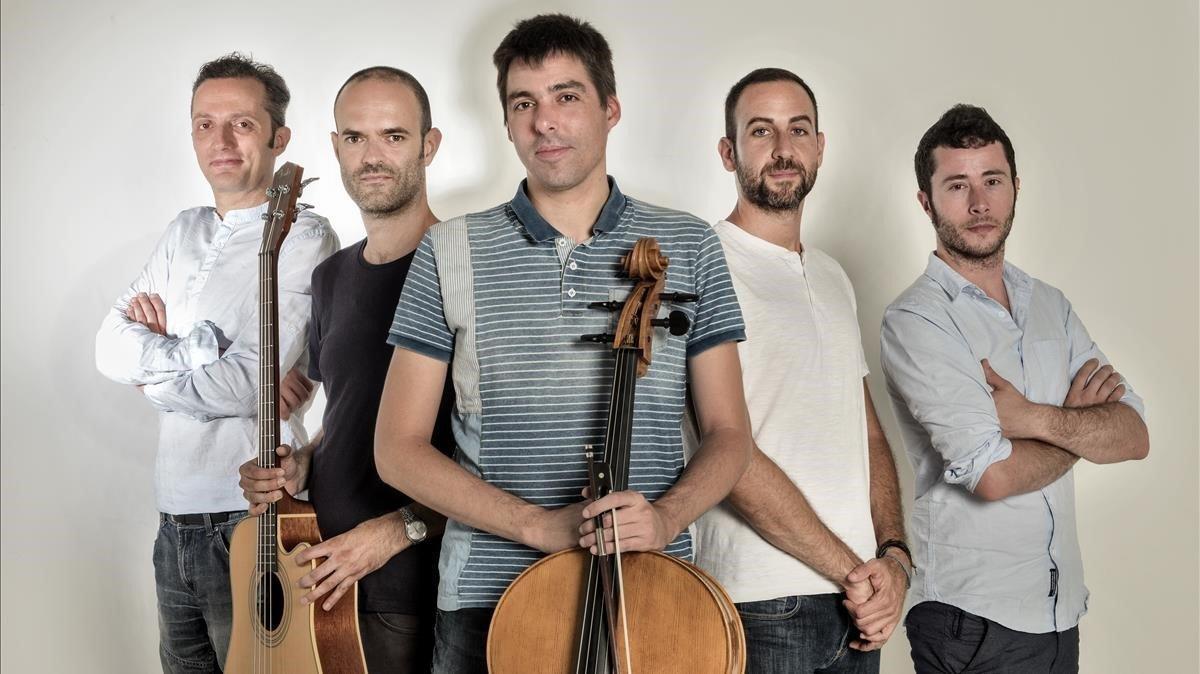 Componentes del grupo indie Blaumut.