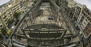 Una imagen aérea del mercado de la Abaceria, ya sin cubierta, en el barrio de Gràcia.