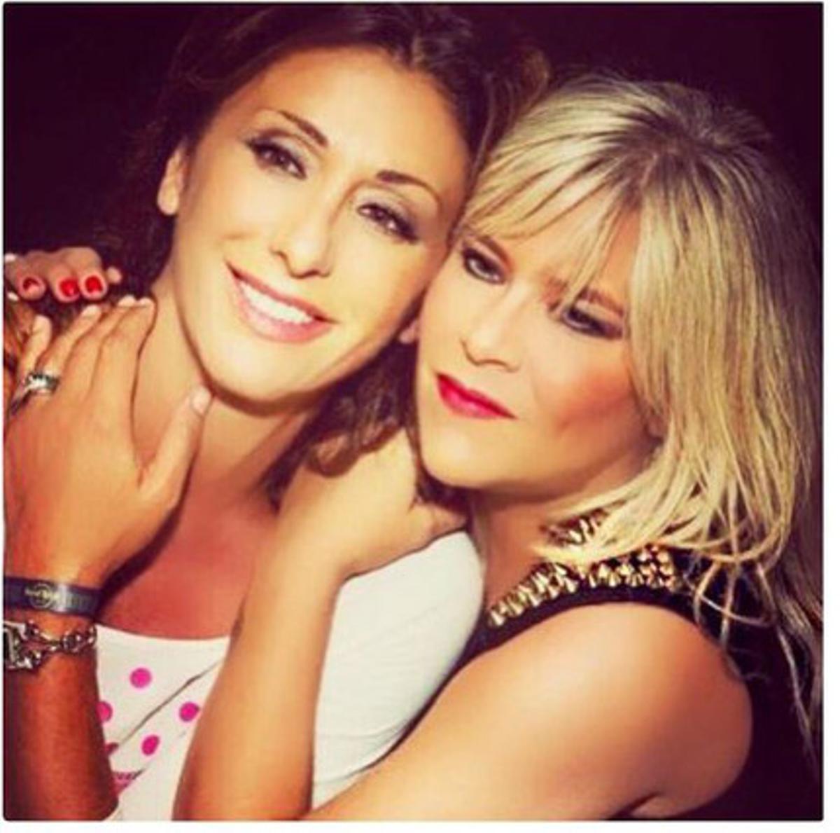Las cantantes Sabrina Salerno y Samantha Fox en una imagen actual que ha tuiteado Sabrina el 8 de enero del 2016.