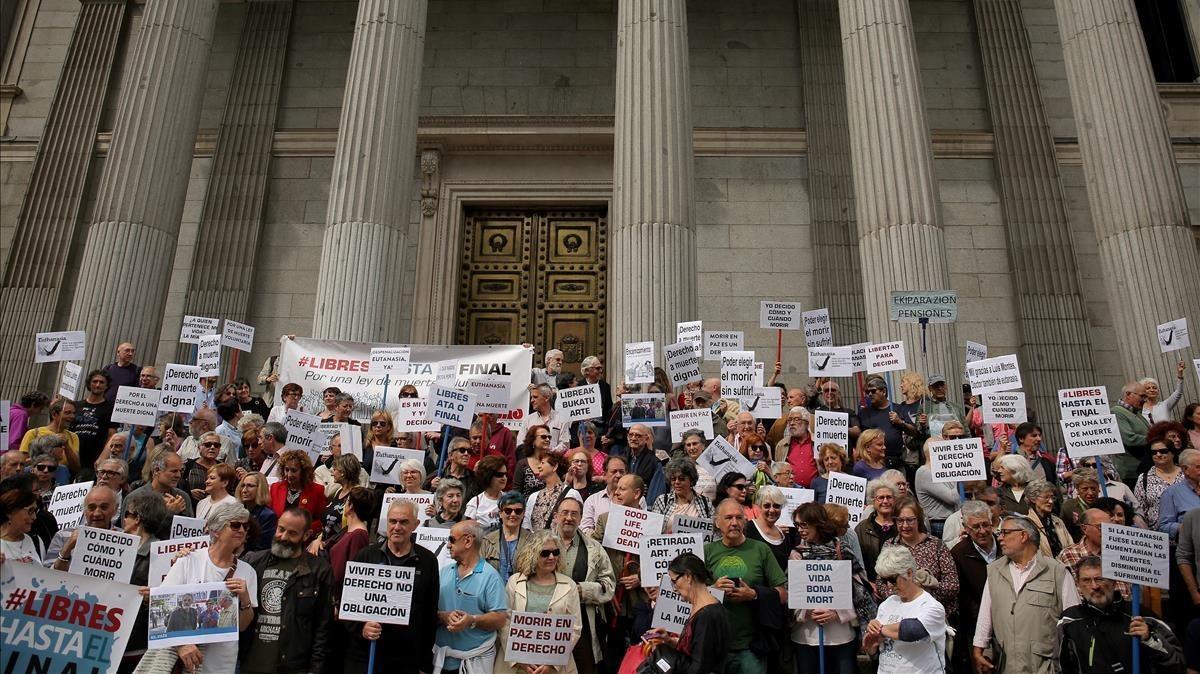 Concentración a favor de la eutanasia en el Congreso de los Diputados el pasado mayo.