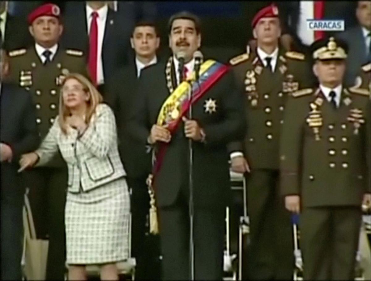 Nicolás Maduro y su plana mayor, en el momento exacto del atentado.