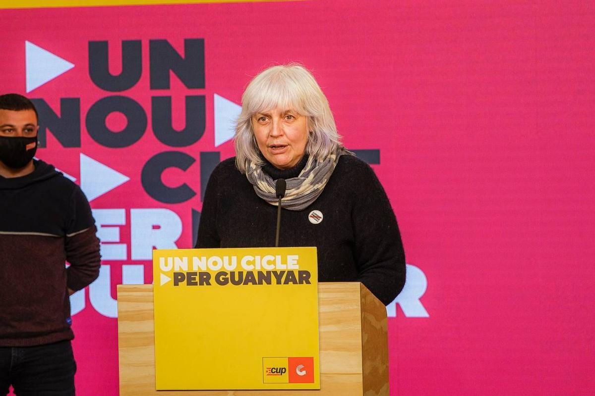 La candidata de la CUP, Dolors Sabater, comparece para hacer balance de los resultados, el domingo.