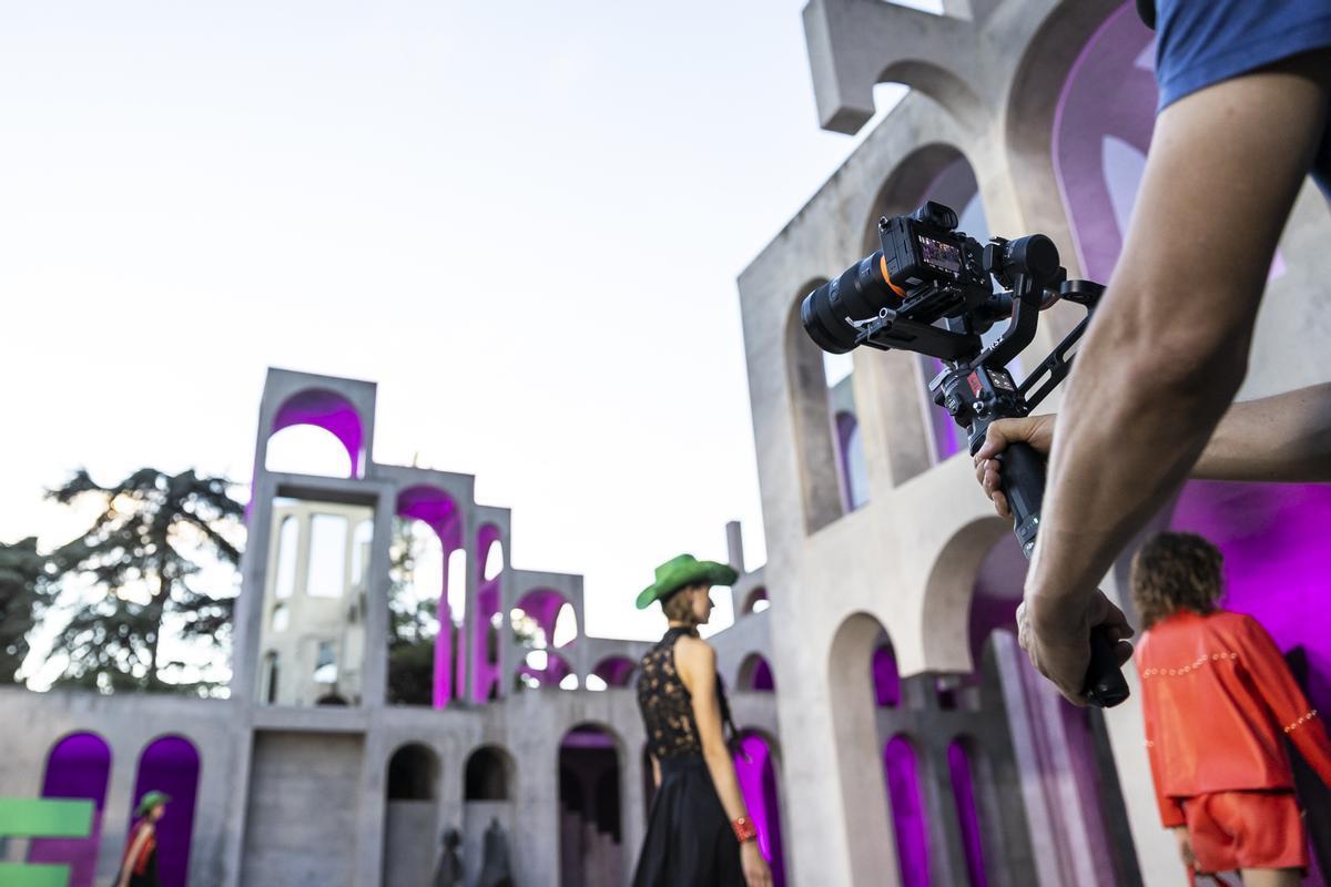 Uno de los 'fashion films' grabados estos días en el Espacio XC de Esplugues del Llobregat, nuevo escenario de la 080 Barcelona Fashion.
