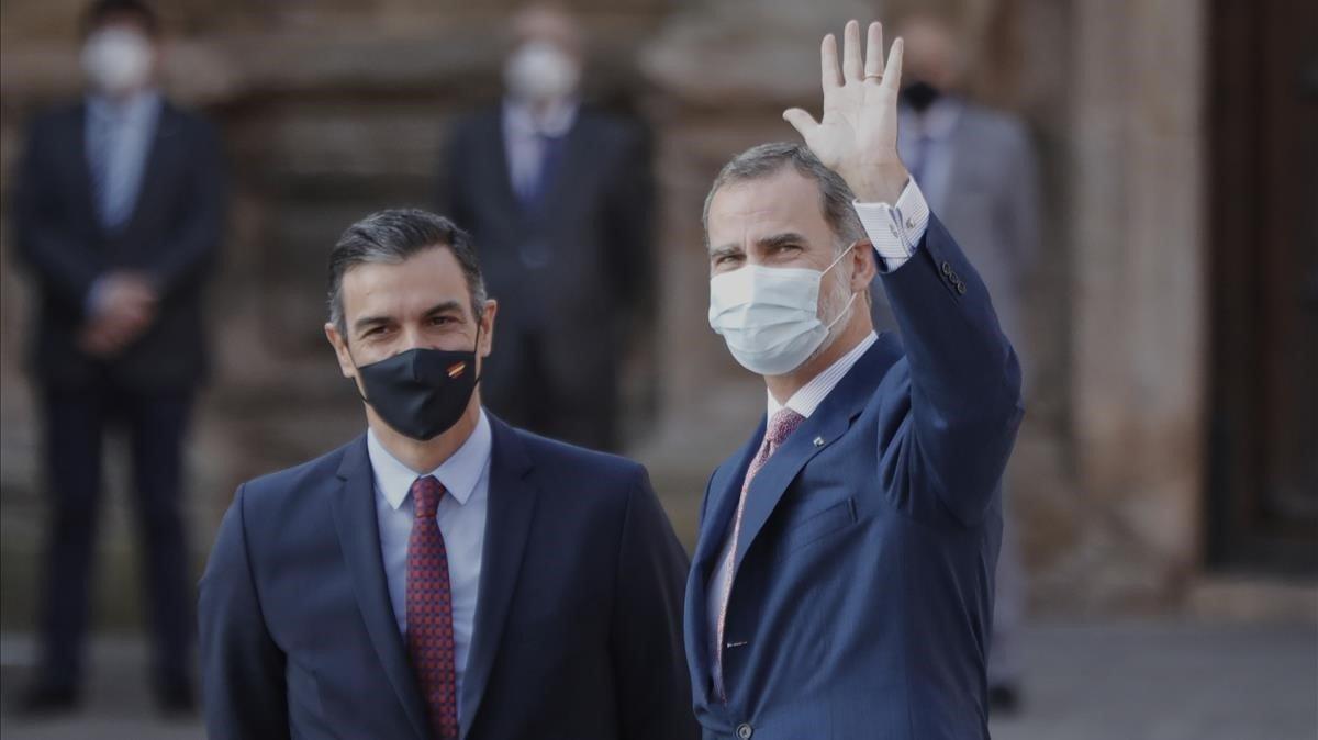 Pedro Sánchezy Felipe VI, este viernes, antes de la conferencia de presidentes, en San Millán de la Cogolla (La Rioja).