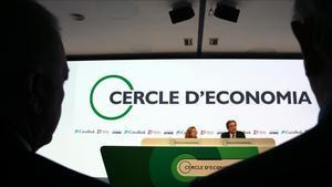 La ministra de Economía en funciones, Nadia Calviño,y el presidente de CaixaBank, Jordi Gual, en la últimareunión del Cercle de Economia en Sitges.