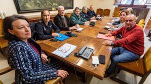 Julia Vázquez (a la izquierda), coordinadora de Asuntos de Mujer de la Delegación de Gobierno,participa en una reunión del grupo de coordinación del Instituto Mallorquín de Asuntos Sociales (IMAS), la Delegación del Gobierno, la Policía Nacional y la Guardia Civil por la supuesta red sexual de menores destapada en Mallorca.