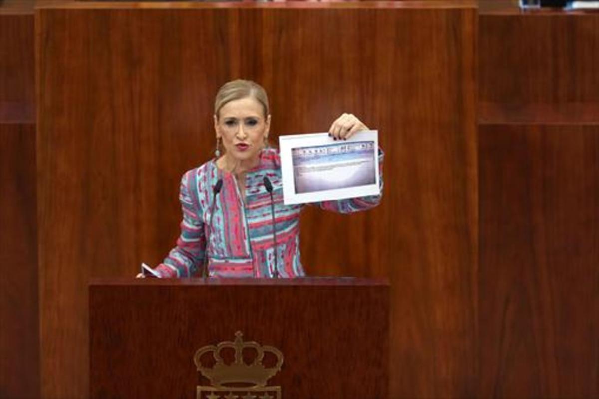 Cristina Cifuentes, en la Asamblea de Madrid, el 4 de abril.