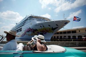 Un crucero noruego llega a La Habana, Cuba.