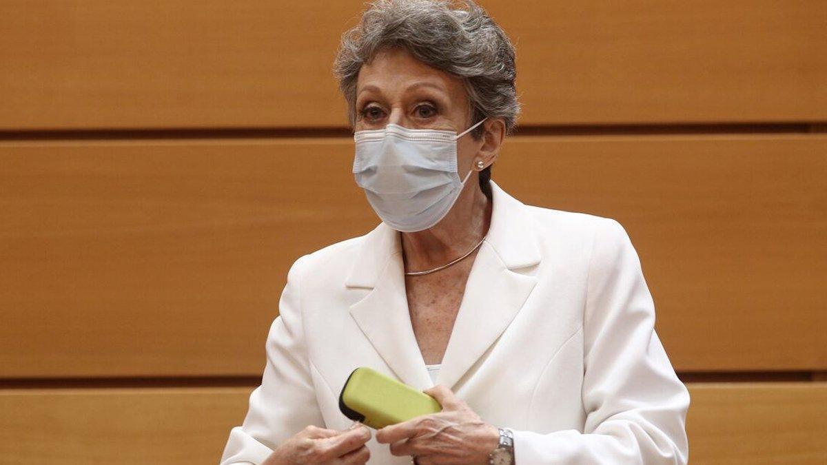 """Rosa María Mateo justifica 'Las cosas claras' y a Cintora: """"No es un informativo, es infoentretenimiento"""""""