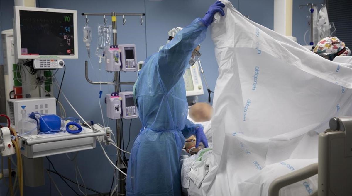 Unidad de cuidados intensivos de enfermos covid en el Hospital de Sant Pau de Barcelona.