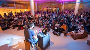 El hall del CaixaForum durante uno de los encuentros.