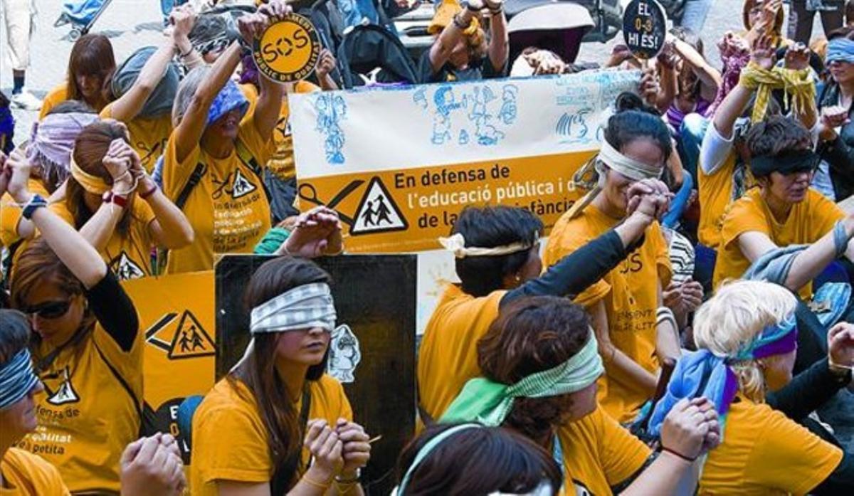 Protesta de trabajadores de las guarderías municipales contra los recortes, el pasado mes de mayo.