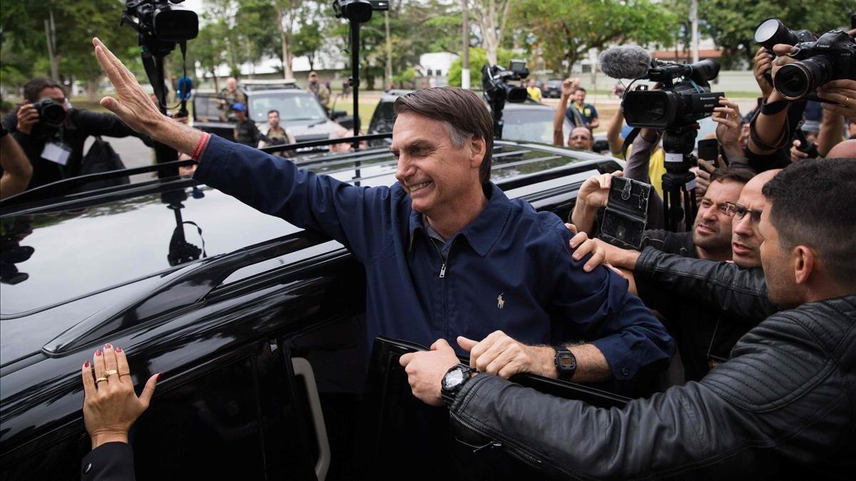 Bolsonaro tras votar en Río de Janeiro.
