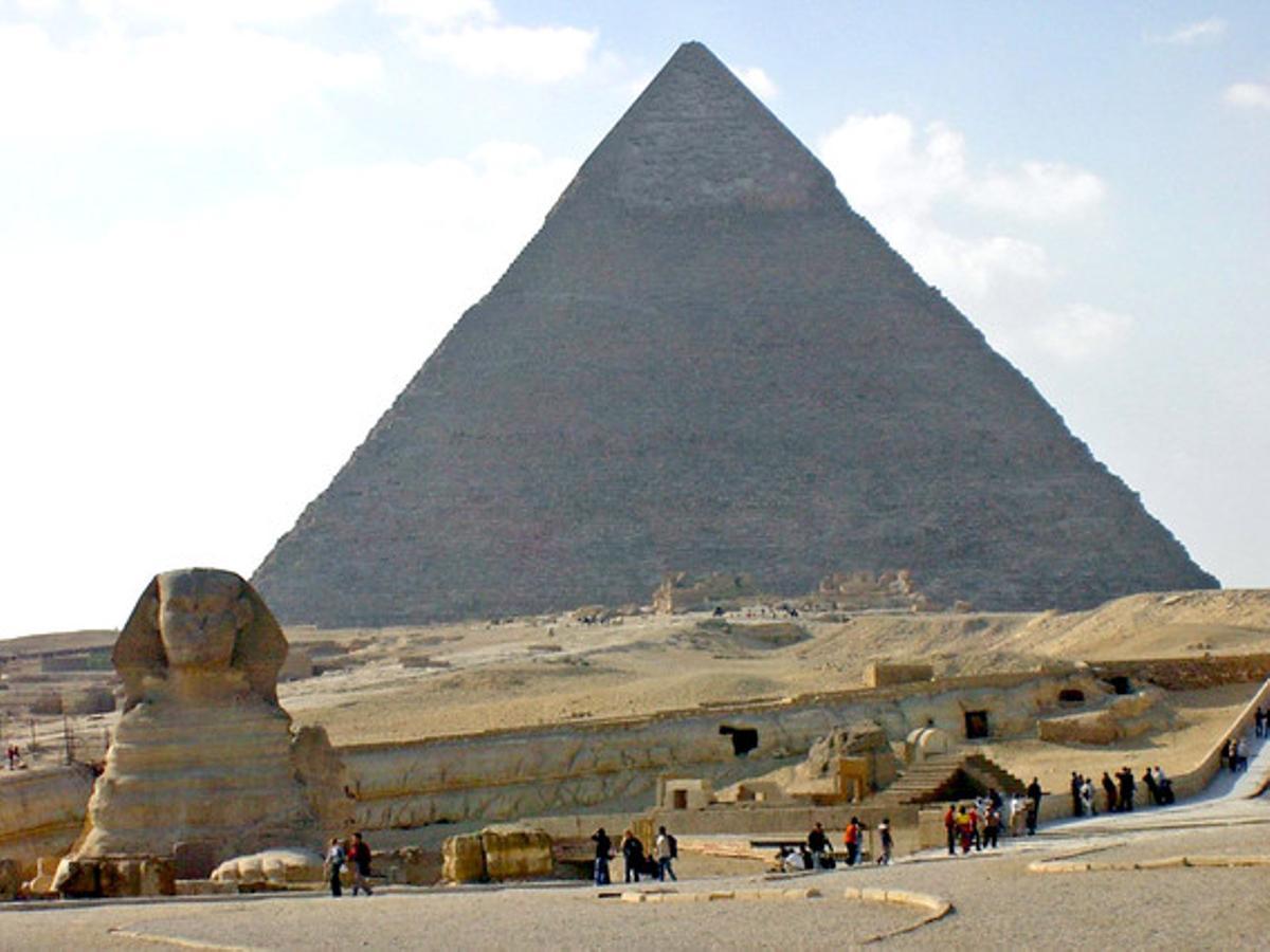 La esfinge y la gran pirámide de Keops, en Egipto.