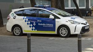 La Guàrdia Urbana desallotja 90 persones d'un local de copes al Poblenou