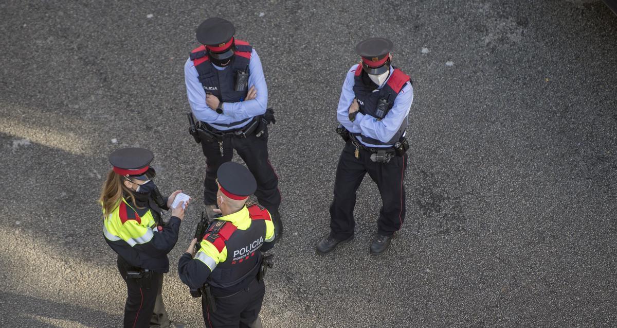Miembros de los mossos d'esquadra