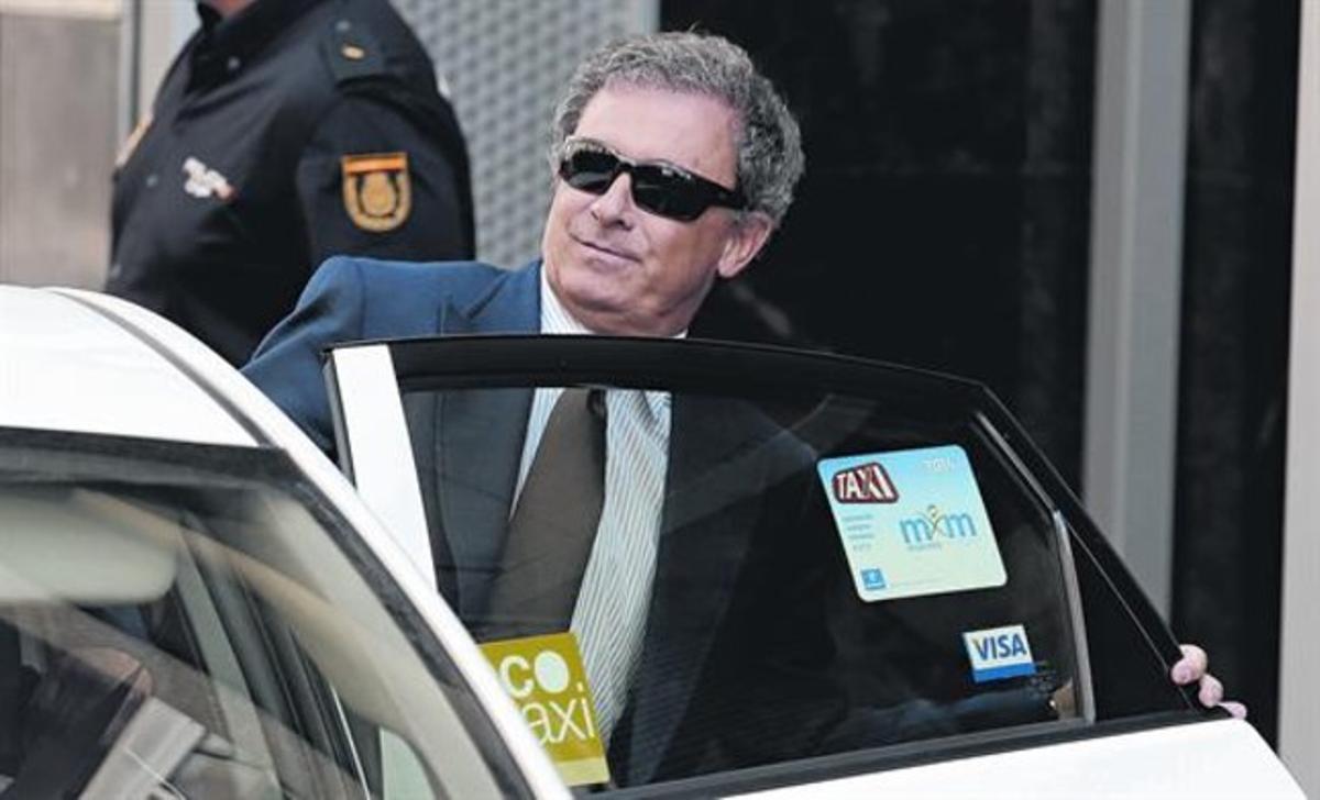 Jordi Pujol Ferrusola sube a un taxi tras declarar ante el juez Ruz, ayer.