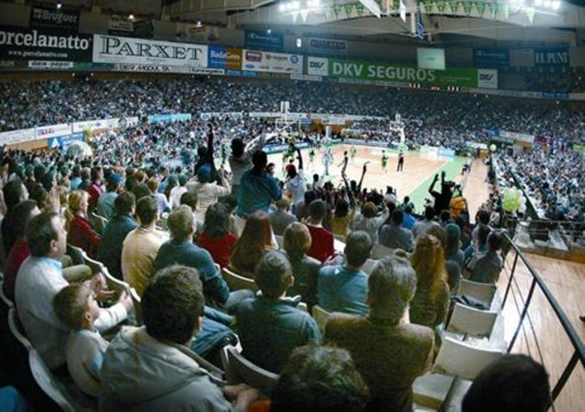 Vista general de las gradas del Olímpic de Badalona, en un partido europeo del Joventut.