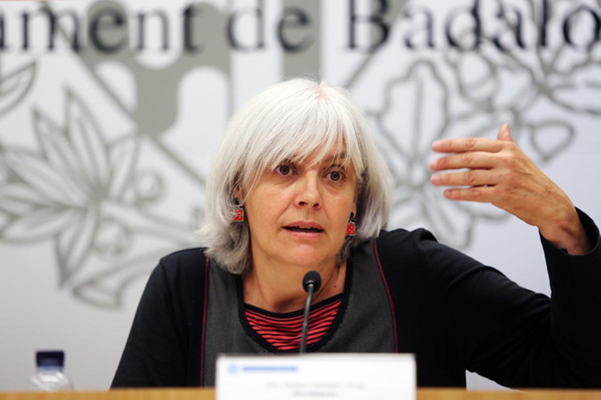 Dolors Sabater, alcaldesa de Badalona, en una rueda de prensa en junio del 2015.
