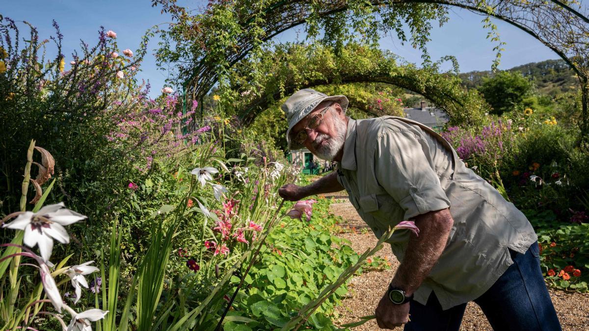 Gilbert Vahé, que en 1976 entró a trabajar hecho un mozo en la antigua finca de Monet, autor ahora de un libro sobre la resurrección de aquellos jardines que inspiraron el impresionismo.