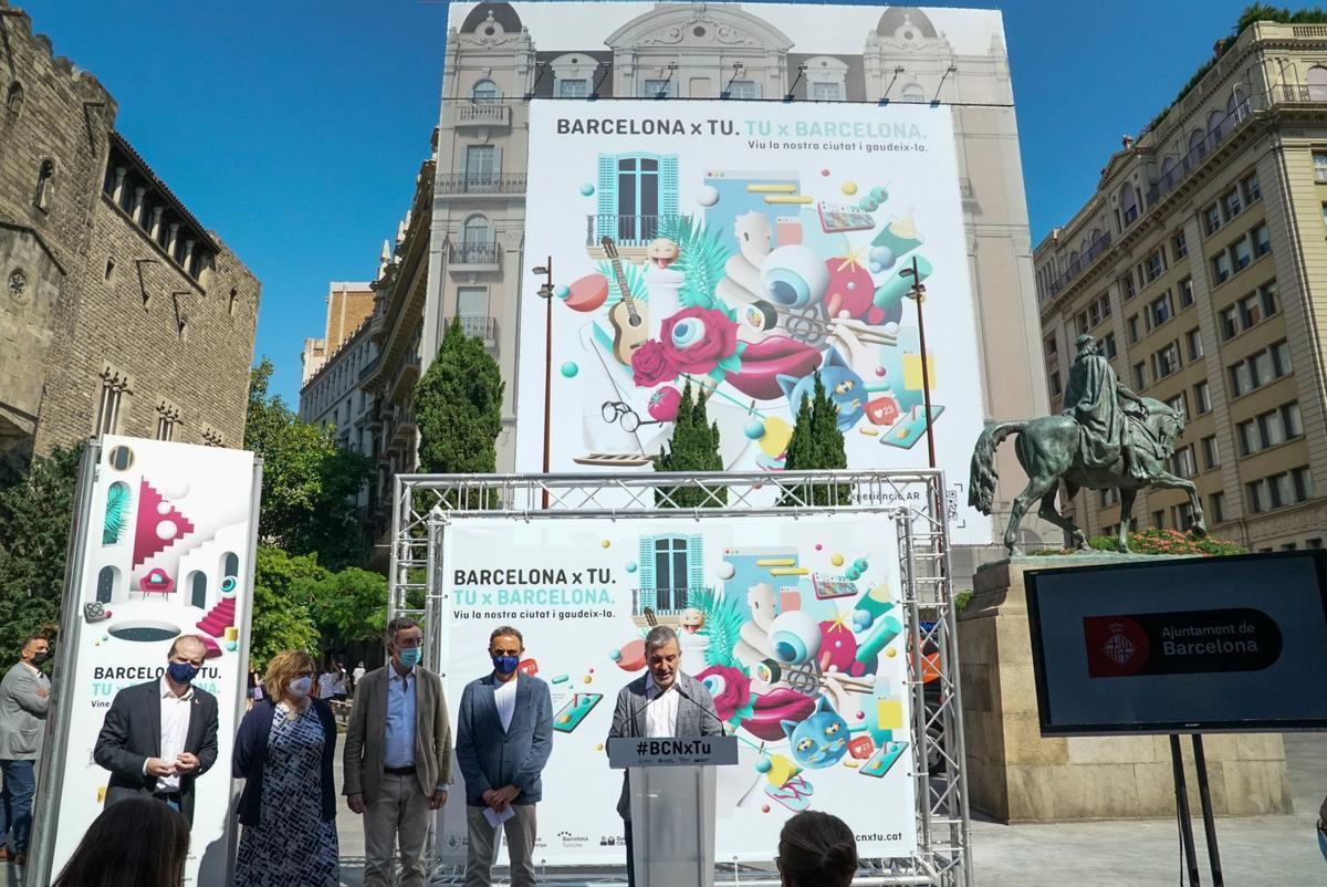 El teniente de alcalde, Jaume Collboni, presentando la campaña 'Barcelona x Tu. Tu x Barcelona'