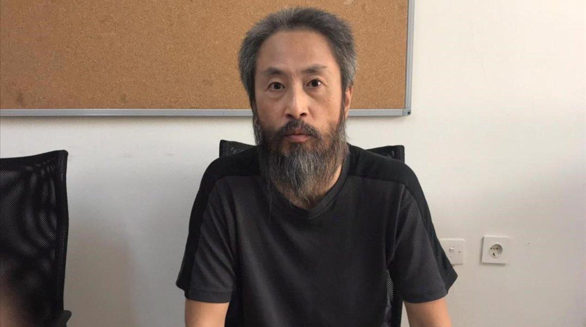 El periodista Jumpei Yasuda posa para los medios en Hatay.