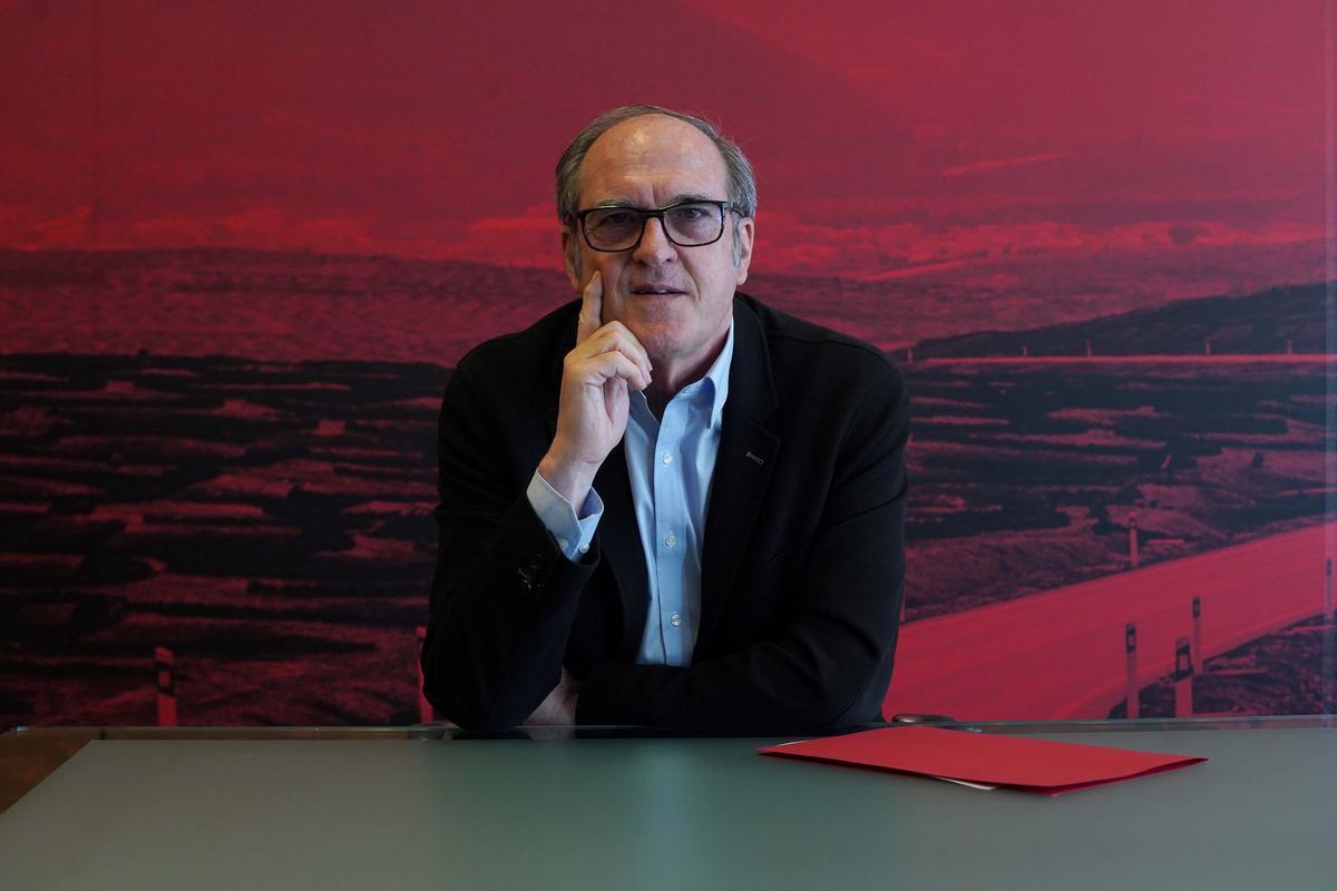 El candidato socialista a la Comunidad de Madrid, Ángel Gabilondo, durante su entrevista con EL PERIÓDICO en la sede federal del partido, en Ferraz, este 1 de mayo.