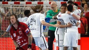 Los jugadores del PSG celebran el pase a la final, en Colonia.