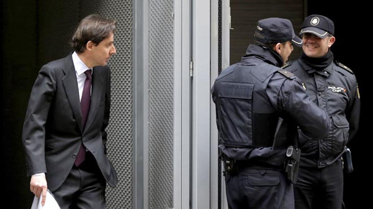 El juez propone juzgar a Villarejo y López Madrid por hostigar a la doctora Pinto