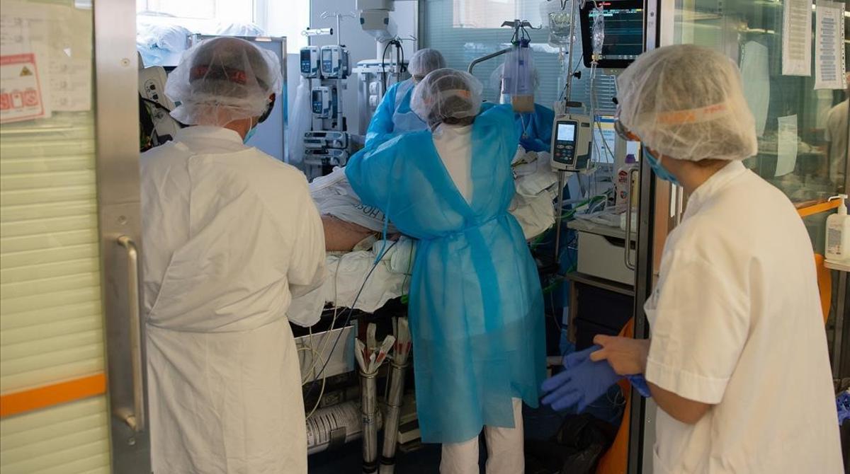 Área para el cuidado de paciente graves con covid en el Hospital Clínic de Barcelona.