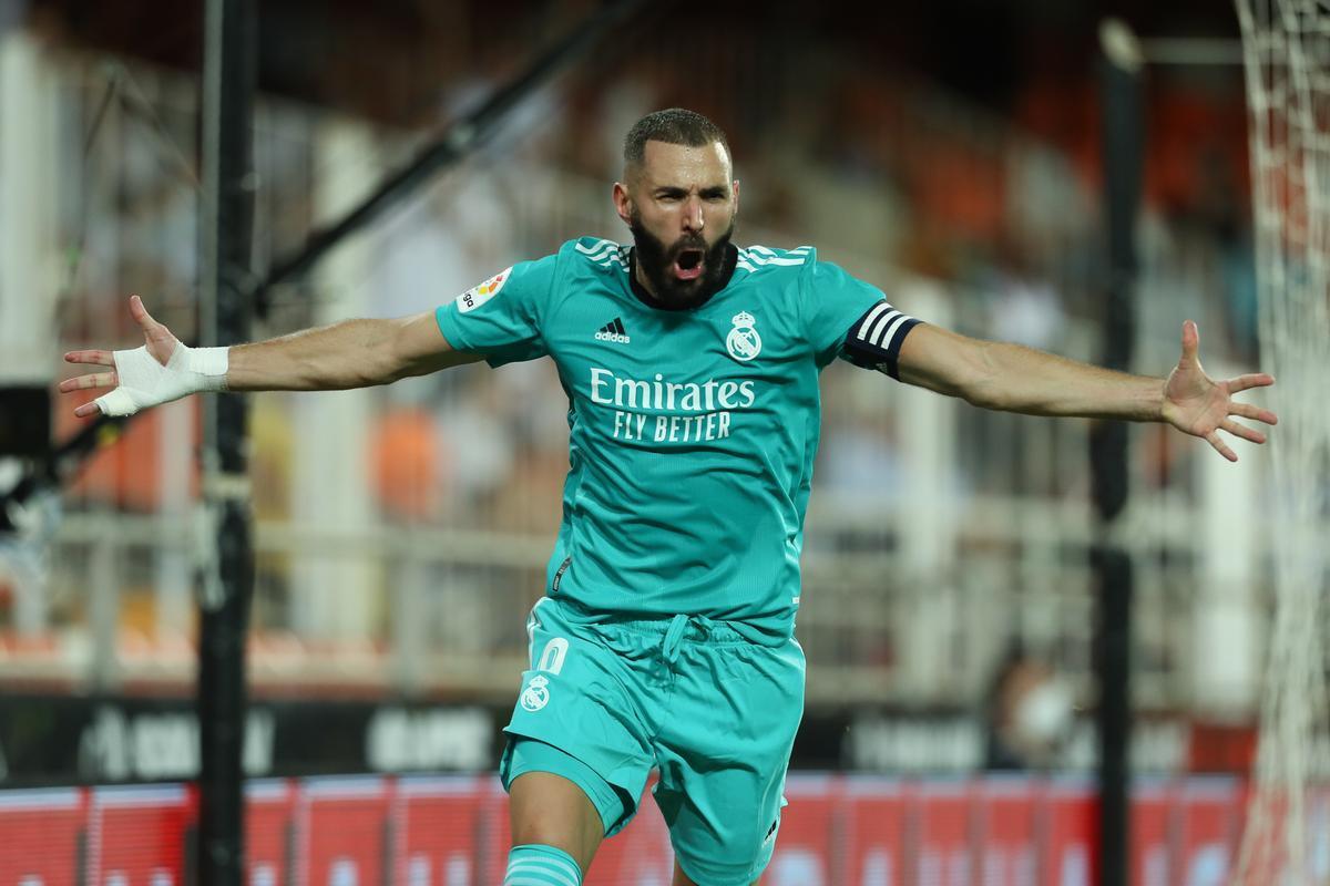 Benzema celebra su gol en Mestalla.