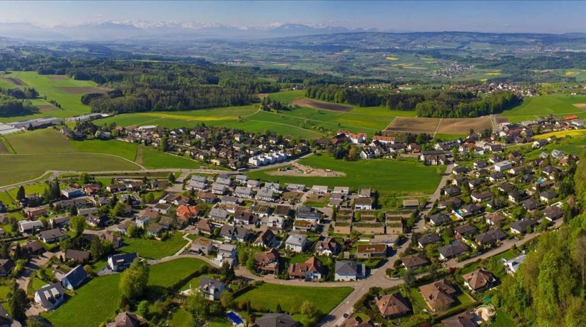 Vista parcial del pueblo suizo de Oberwill-Liel.