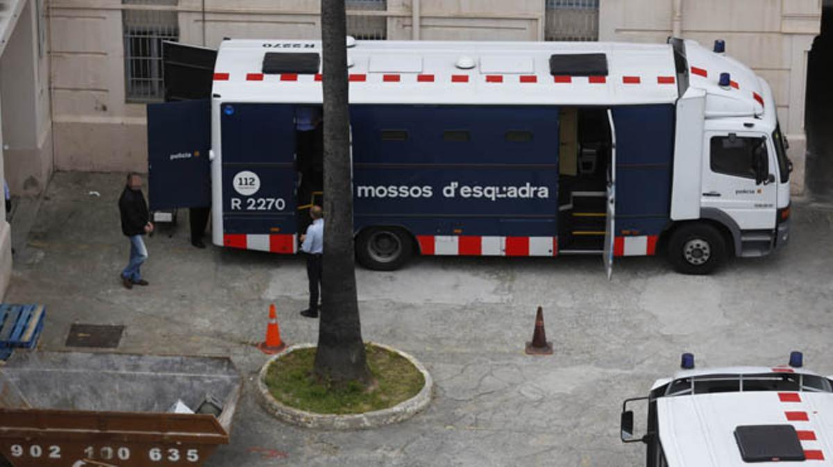 Hoy se ha iniciado la fase final e intensiva de traslado de presos de la vetusta cárcel barcelonesa.