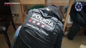 Mossos y Guardia Urbana desmantelan un narcopiso en L'Hospitalet.