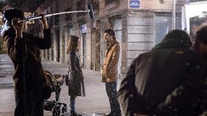 Alberto San Juan y Núria Aguade en una escena de la película 'Barcelona Nit d'Hivern' rodada en Barcelona.