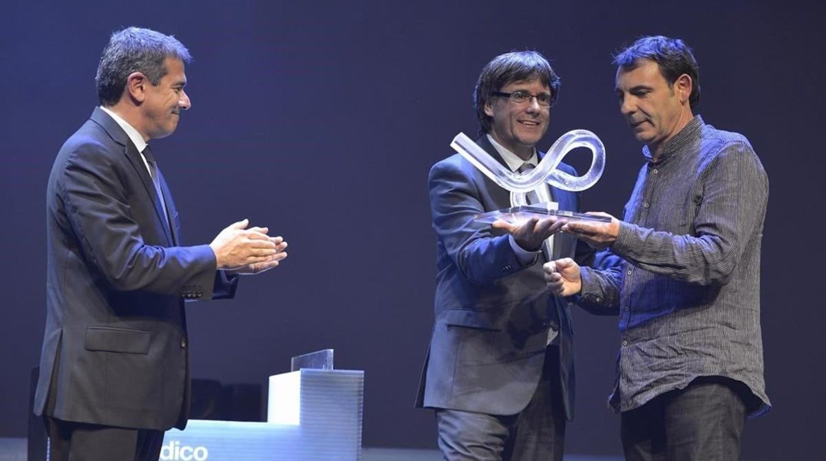 Óscar Camps recibiendo el premio de Català de l'Any 2015