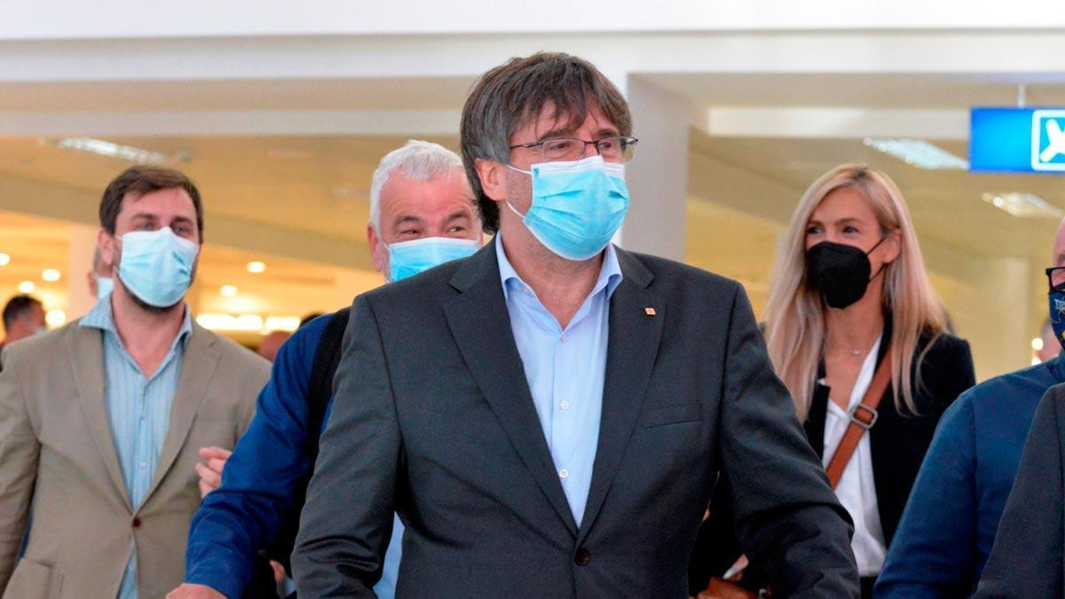 Carles Puigdemont, a su llegada al aeropuerto de L'Alguer.