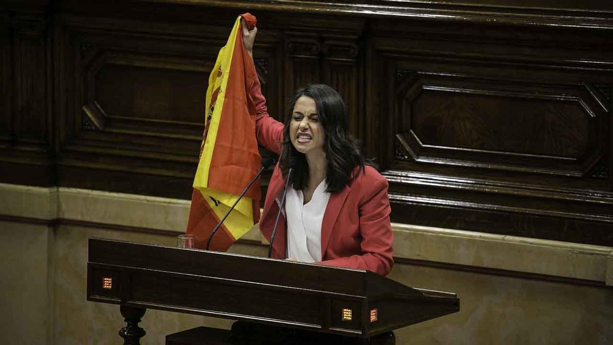 Arrimadas advierte a Torra del peligro de jalear a los comandos nacionalistas.