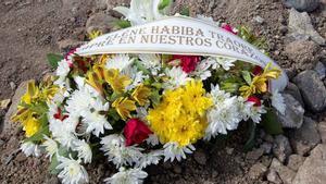 Despedida de la pequeña migrante fallecida Eléne Habiba.