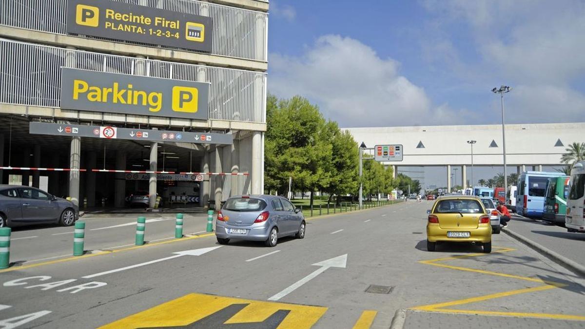 Indignación de una pasajera tras pasar la tarde buscando su coche en el parking del aeropuerto de Palma