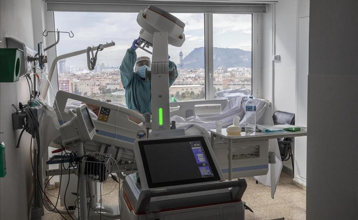 Planta para pacientes con coronavirus en el Hospital del Mar, durante la tercera ola de la pandemia.