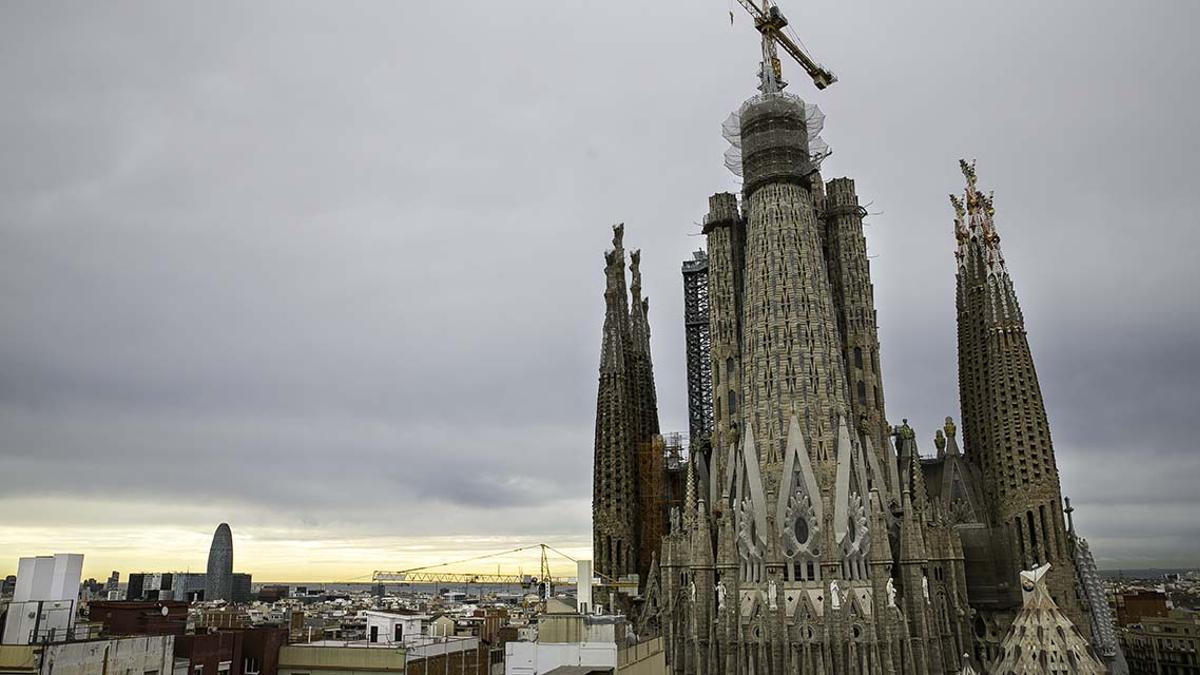 La Sagrada Família muestra cómo será el cimborrio que se convertirá en el techo de Barcelona.