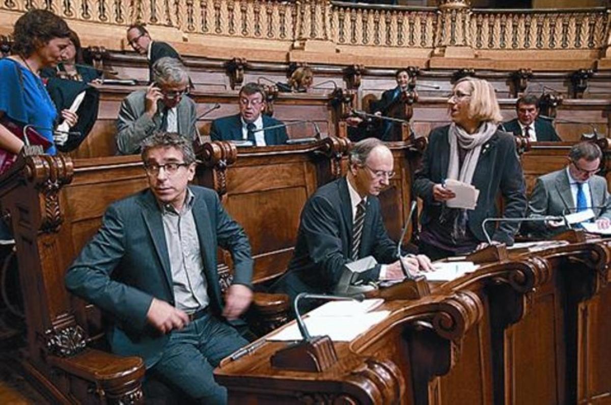 Jordi Martí y otros concejales socialistas, en el pleno de octubre.