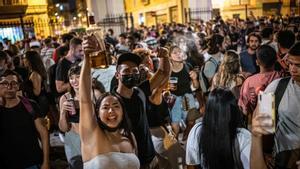 Botellón en Sants durante la Festa Major