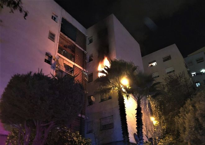 Incendio en un piso del pasaje de Juli Garreta de Santa Coloma de Gramenet