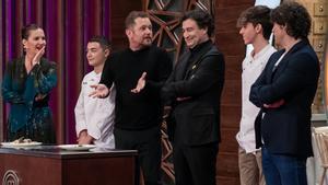 Mario Palacios, El Monaguillo y Manuel Esteve junto al jurado de 'Masterchef 9'.