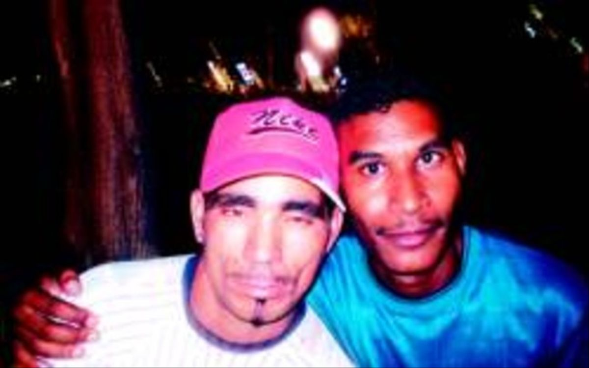 Nuevos tiempos Samuel Oliva (derecha) y Arturo Mazó, en el Parque de la Fraternidad de La Habana.