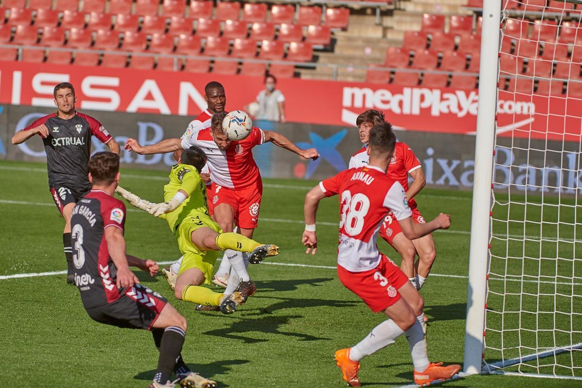 Stuani anota el decisivo gol del triunfo sobre el Albacete.