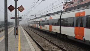 Un tren de Rodalies estacionado.