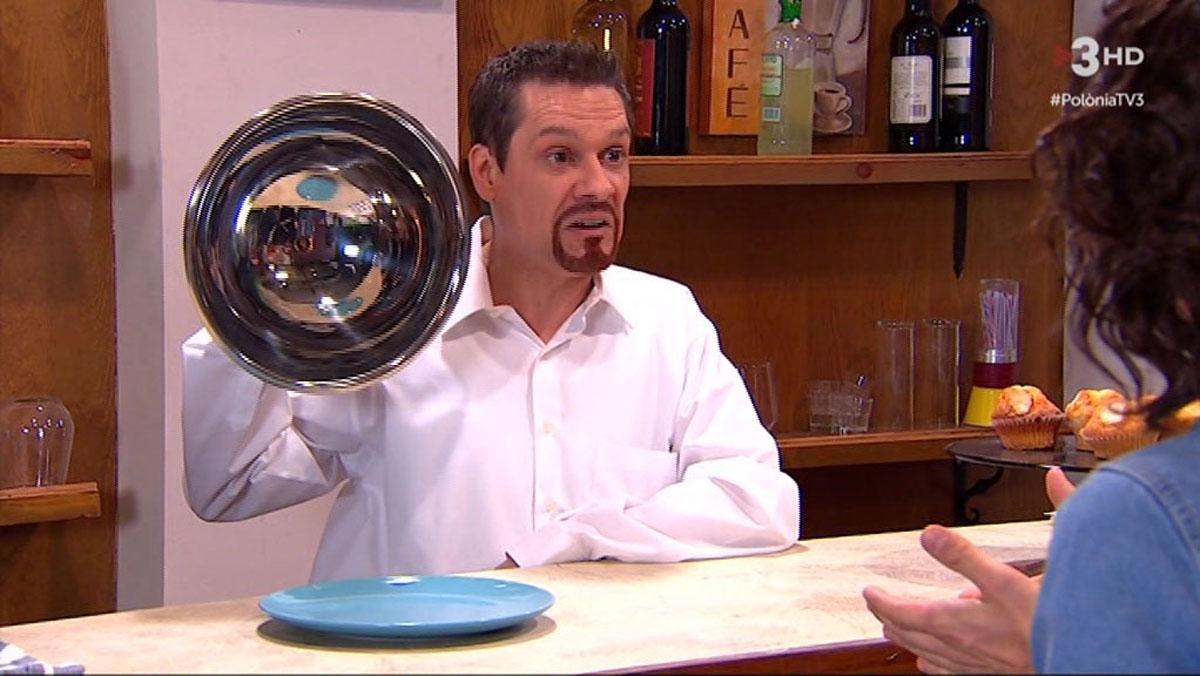 El camarero y el plato sin cruasán ('Polònia', TV-3).